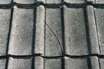 Pomeren, napukao, slomljen, ulubljen ili oštećen crep